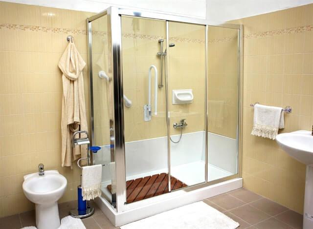 Come trasformare la vasca in doccia con il fai da te ecco for Piccola doccia della casa